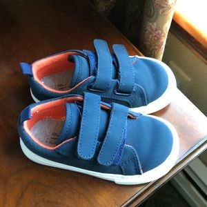 Gap blue sneakers size 7 toddler